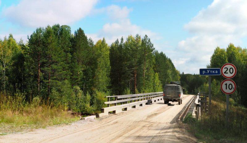 деревянный мост через реку утка